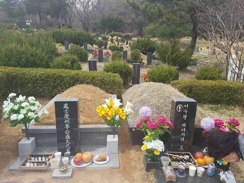 李盛大様のお墓.jpg