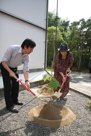 銀閣寺での植樹.jpg