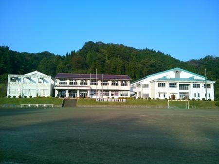 飯石小学校の校舎.JPG